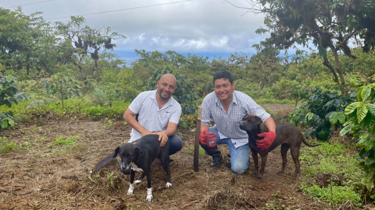 Nicolas and Jairo with all they need for a successful day – coffee, dogs and their machetes.